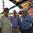 Pilotos Veteranos Vico, Jack Gallion y un Colega en Paradise Airport - Foto Luis Miranda