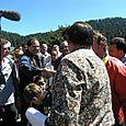Juan Póderes saludando al Gobernador Lázaro Cárdenas - Foto Pat Gutiérrez