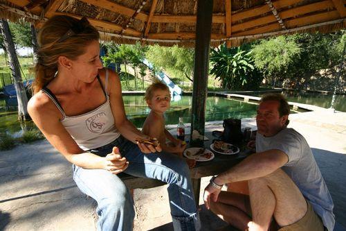 Invitados especiales, Cristina, Christian y Ananda - Foto Luis Miranda