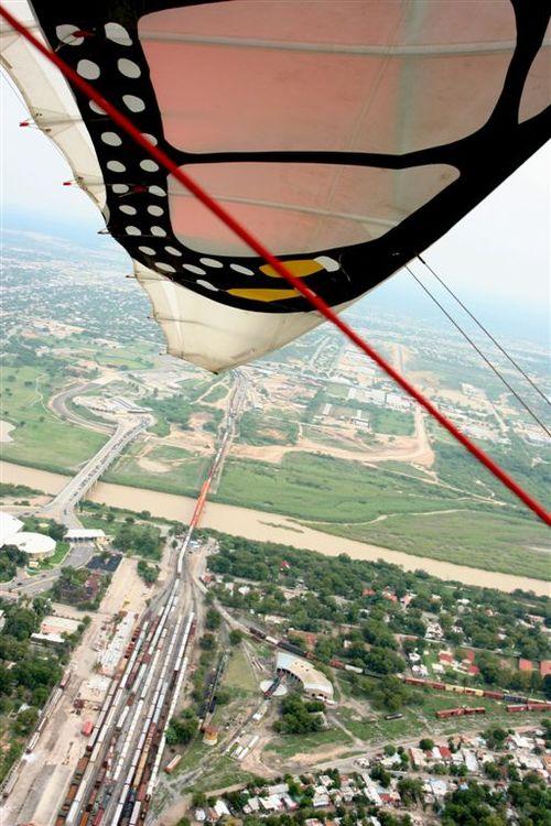 Papalotzin Cruzando la Frontera - Foto Luis Miranda