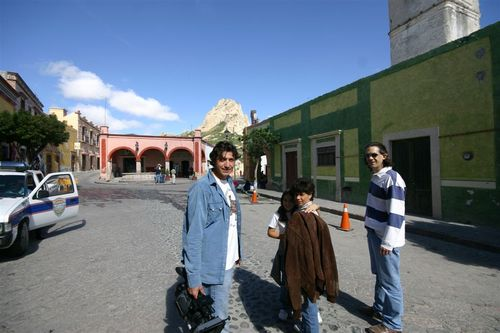 Llegaron a Bernal Gaby, Layla y Daniel - Foto Vico Gutiérrez