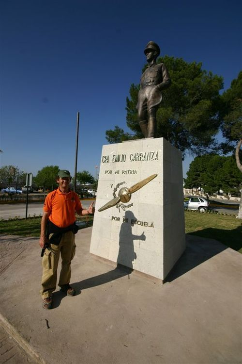 Vico y el Cap. Emilio Carranza - Foto Luis Miranda