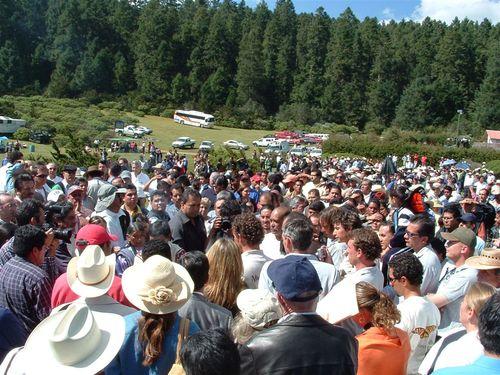 Cientos de personas en el evento de llegada de Papalotzin