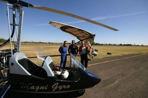 Listos para su salida de Celaya en compañia del Girocóptero - Foto Vico Gutiérrez