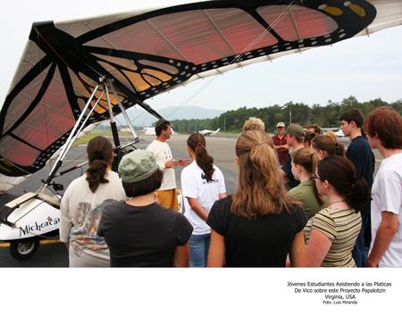 Jovenes Estudiantes Asistiendo a las Pláticas de Vico sobre Papalotzin - Foto Luis Miranda